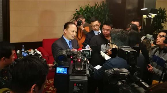 刘汉元代表接受媒体专访