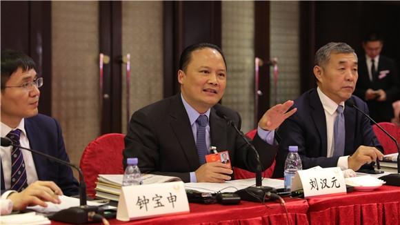 刘汉元代表回答记者提问
