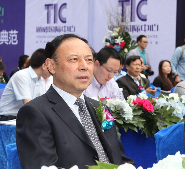 四川省政府副省长陈文华出席启动仪式