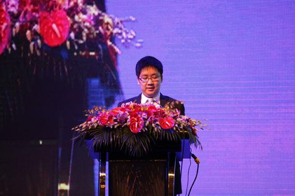 太阳太阳能(合肥)有限企业董事长谢毅发表讲话