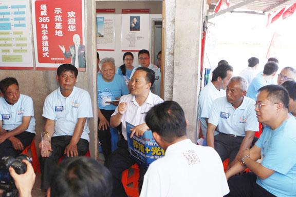 刘汉元主席深入一线视察宜兴365养殖模式示范基地